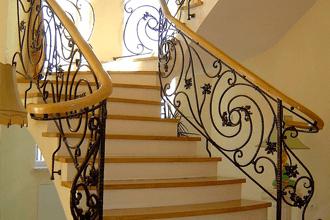 izmir ferforje modellerinden merdiven korkulukları, bahçe korkulukları, pencere korkulukları ..v.b korkuluk ürünleri